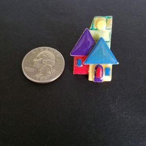 Small vtg house pin